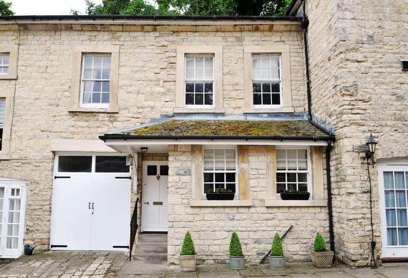 3 Bedrooms Mews House for sale in Grimston Park Mews, Tadcaster, LS24 9DB