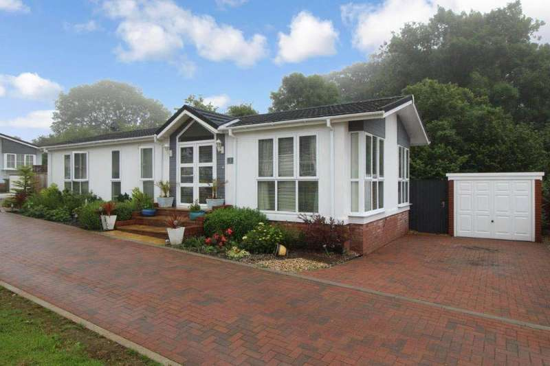 2 Bedrooms Detached Bungalow for sale in Shirmart Park, Halsinger, Braunton, EX33