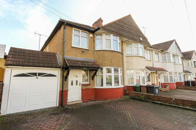3 Bedrooms Property for rent in Russell Road, Chingford, London, E4