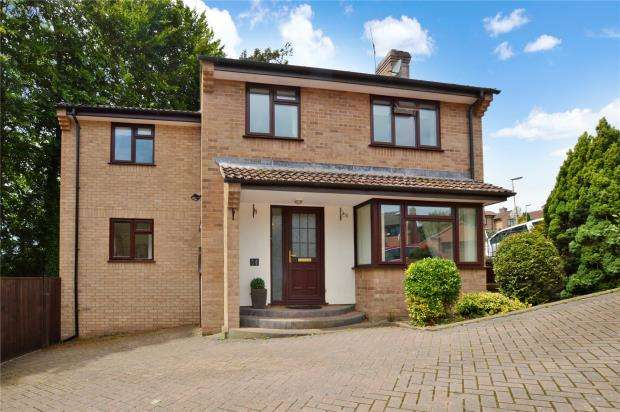 5 Bedrooms Detached House for sale in Walnut Drive, Crediton, Devon