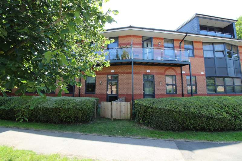 2 Bedrooms Flat for sale in Riverside House, Bourne End