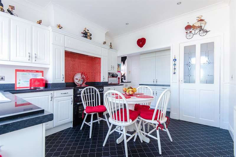 3 Bedrooms Detached House for sale in Womersley Road, Knottingley, WF11 0DJ