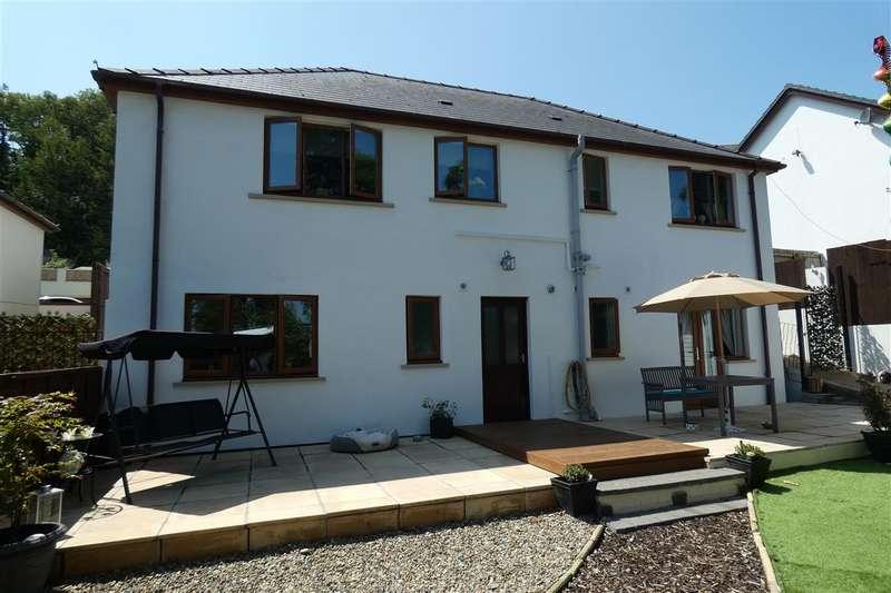4 Bedrooms Detached House for sale in St. Patricks Hill, Llanreath, Pembroke Dock