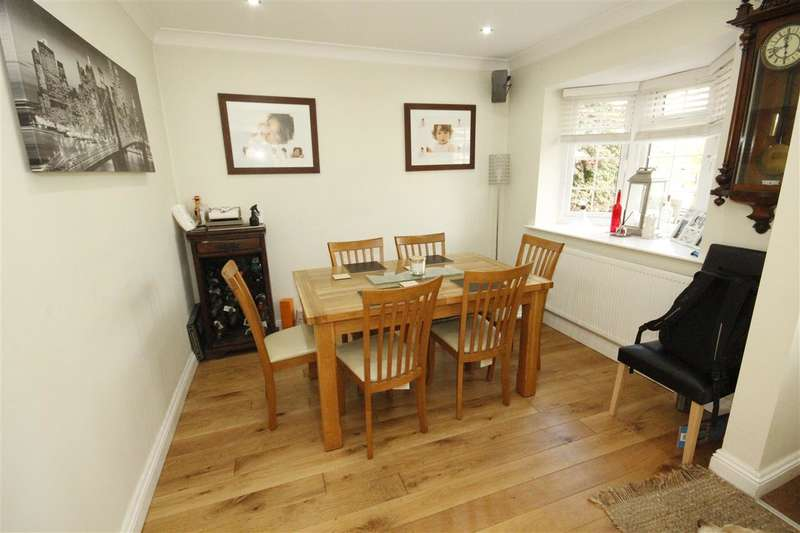 4 Bedrooms Detached House for sale in Manor Close, Fareham