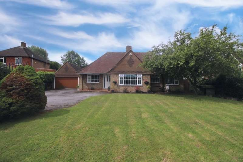3 Bedrooms Bungalow for sale in Dayseys Hill, Outwood, Redhill, RH1