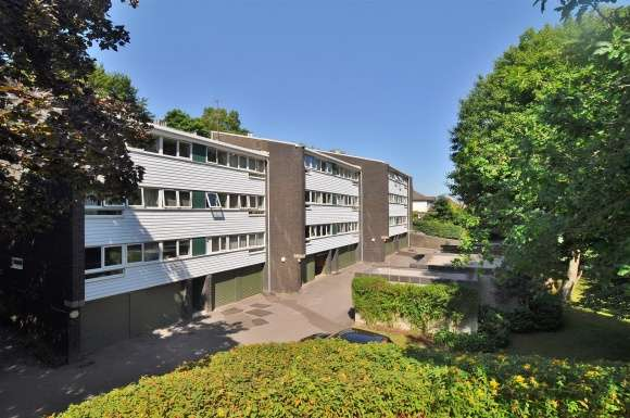 2 Bedrooms Flat for sale in High Point, Pirton Road, Hitchin