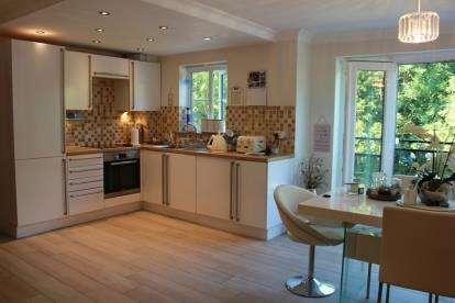 2 Bedrooms Flat for sale in Winnipeg Way, Broxbourne, London, Hertfordshire