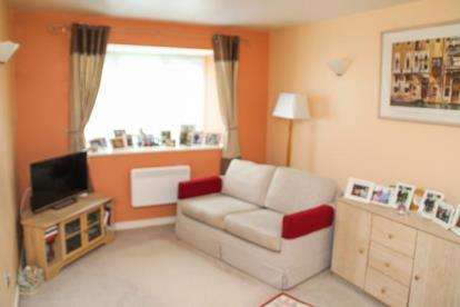 House for sale in Stirling Close, Rainham