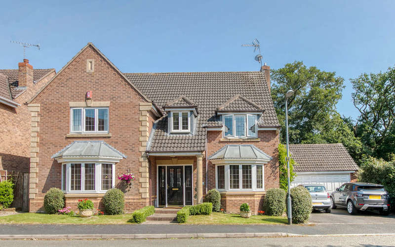 5 Bedrooms Detached House for sale in Defford Close, Webheath, Redditch, B97 5WR