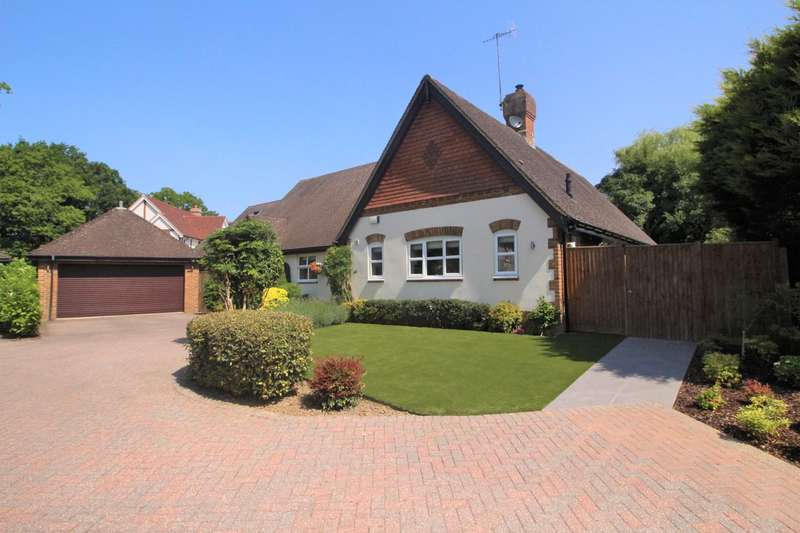 3 Bedrooms Bungalow for sale in Lincolns Mead, Lingfield, RH7
