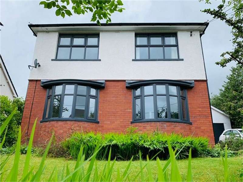 3 Bedrooms Detached House for sale in Pentwyn Road, Blackwood, Caerphilly