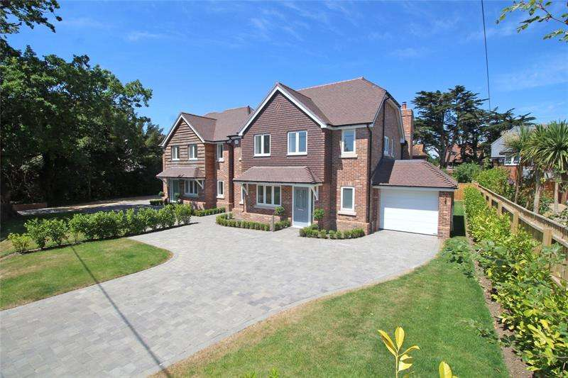 4 Bedrooms Detached House for sale in Farmers Walk, Everton, Lymington, Hampshire, SO41