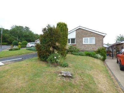 2 Bedrooms Bungalow for sale in Birkdale Drive, Tividale, Oldbury, West Midlands