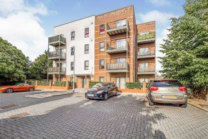1 Bedroom Flat for sale in Ager Avenue, Dagenham, London