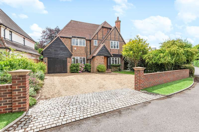 4 Bedrooms Detached House for sale in Drakes Close, Esher, KT10