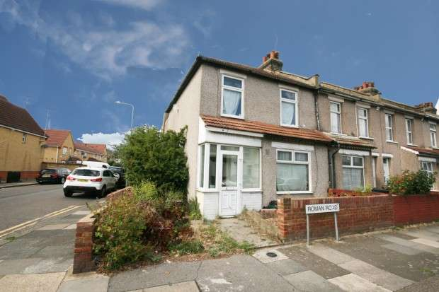 3 Bedrooms End Of Terrace House for sale in Roman Road, Ilford, IG1
