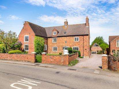 5 Bedrooms Detached House for sale in Wymeswold Road, Hoton, Loughborough, Leicestershire