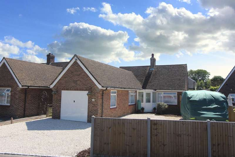 2 Bedrooms Detached Bungalow for sale in Hythe, Kent, CT21 6NW
