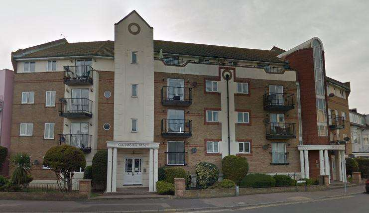 2 Bedrooms Flat for sale in Marine Parade East Clacton