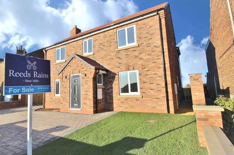 4 Bedrooms Detached House for sale in Brigg Lane, Camblesforth, Selby, YO8