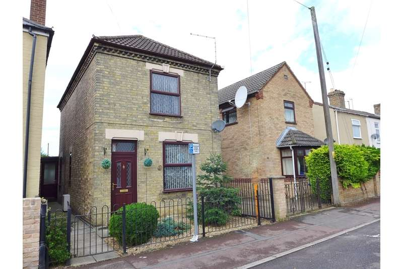 3 Bedrooms Detached House for sale in New Park, March, Peterborough
