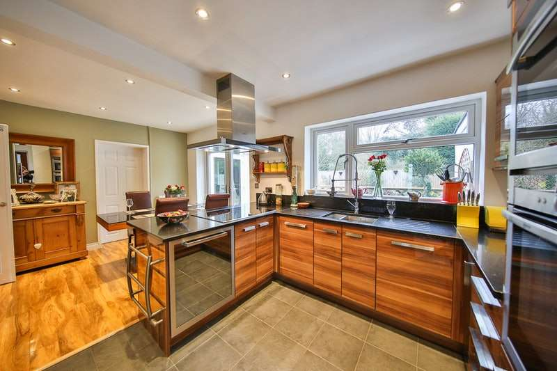 4 Bedrooms Detached House for sale in St. Thomas Road, Monmouth, Monmouthshire, NP25