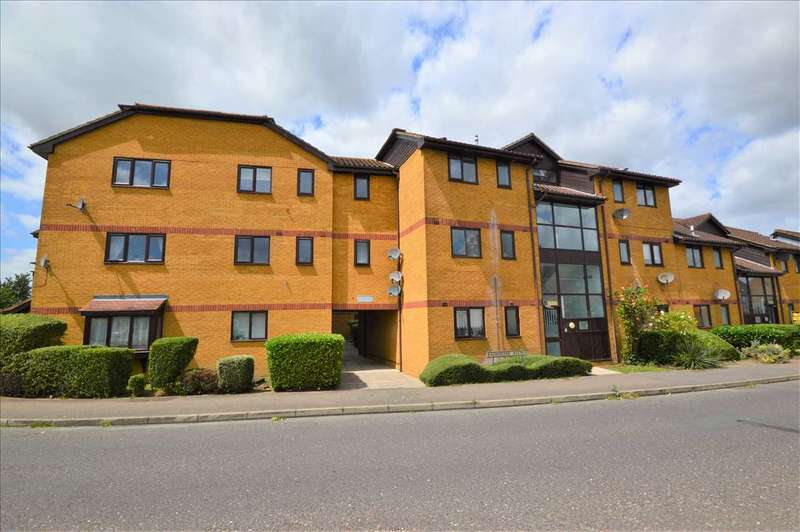 1 Bedroom Flat for sale in Cranfield Park Court, Wickford