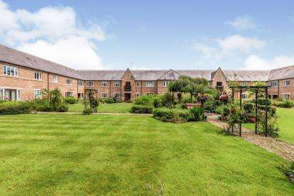 2 Bedrooms Flat for sale in Leven Court, Great Ayton, North Yorkshire, England