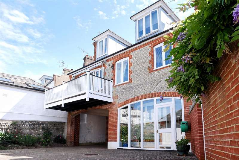 3 Bedrooms Semi Detached House for sale in King Street, Arundel