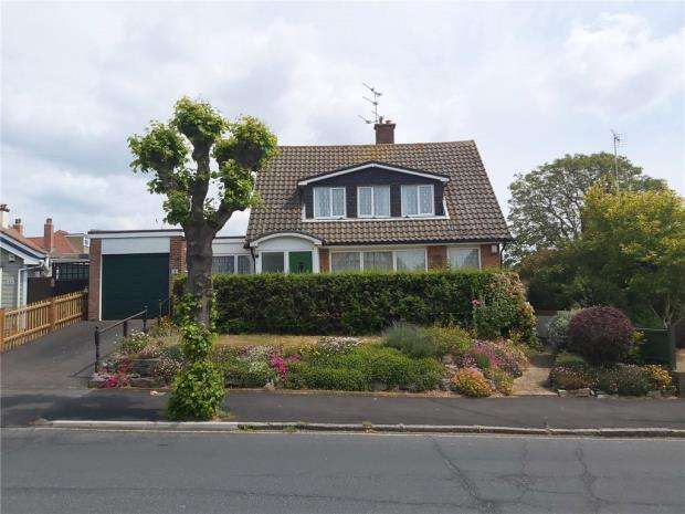 4 Bedrooms Detached Bungalow for sale in The Drive, Harwich, Essex