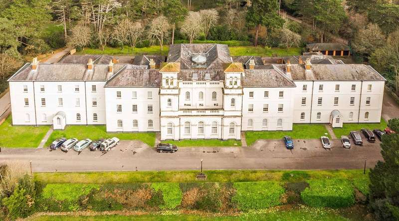 4 Bedrooms Flat for sale in Royal Victoria Country Park, Netley Abbey, Southampton, Hampshire. SO31 5GA