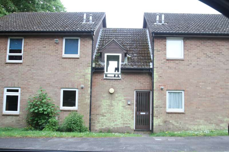 Studio Flat for rent in Woolwich Close, Bursledon, Southampton, Hampshire. SO31 8GE
