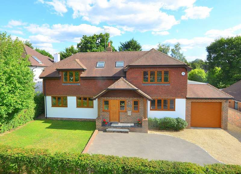 4 Bedrooms Detached House for sale in Cobham Way, East Horsley, KT24