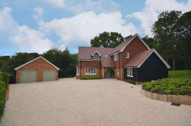4 Bedrooms Detached House for sale in Green Lane, Dockenfield, Farnham