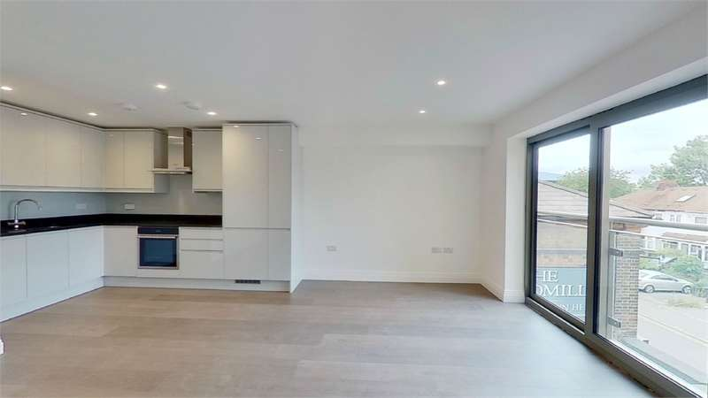 2 Bedrooms Flat for rent in Windmill Lane, Cheshunt, Waltham Cross, Hertfordshire
