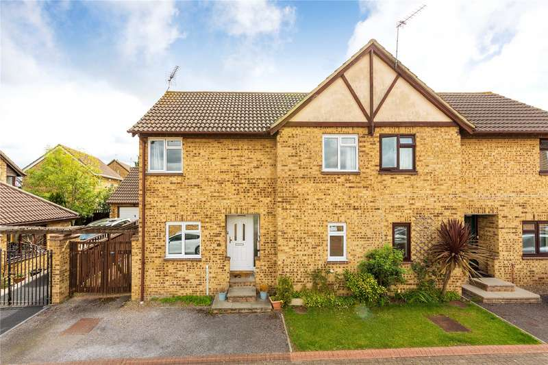 3 Bedrooms House for sale in Rosecroft Close, Langdon Hills, SS16