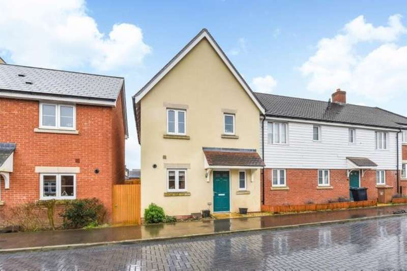 3 Bedrooms Property for sale in Levy Road, Andover, SP11