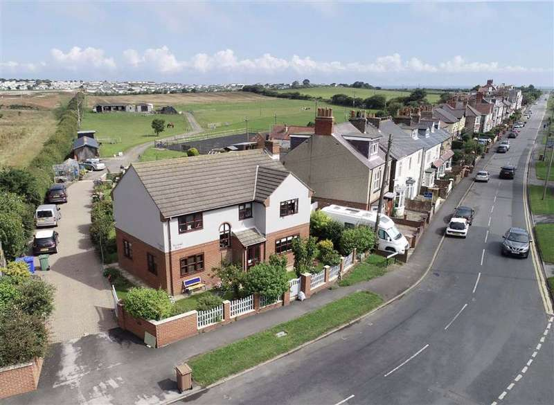 4 Bedrooms Detached House for sale in North Marine Road, Flamborough, YO15