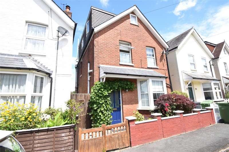 3 Bedrooms Detached House for sale in Alexandra Avenue, Camberley, Surrey, GU15