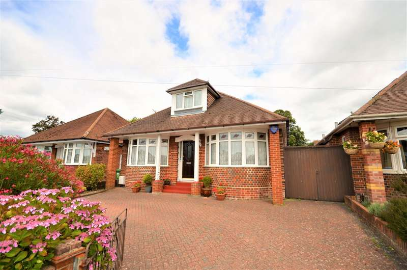 4 Bedrooms Detached Bungalow for sale in Taunton Drive, Southampton, SO18