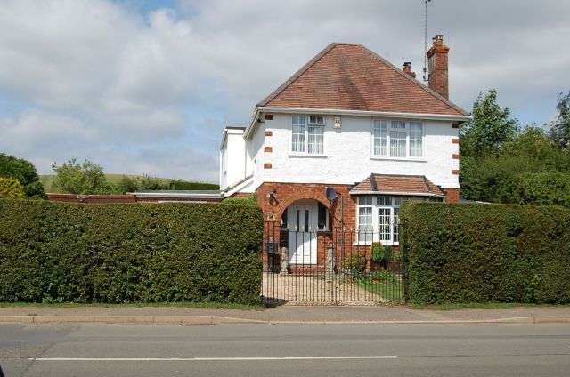 3 Bedrooms Detached House for sale in Byfield Road, Woodfood Halse, Northamptonshire NN11 3QS