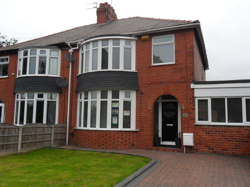 4 Bedrooms Semi Detached House for sale in Hollinwood Avenue, Chadderton