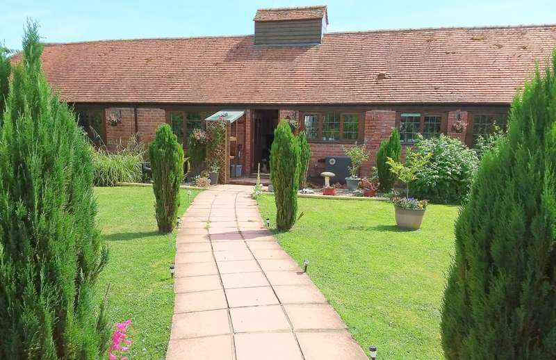 3 Bedrooms Barn Conversion Character Property for sale in Horwood, Somerset BA9
