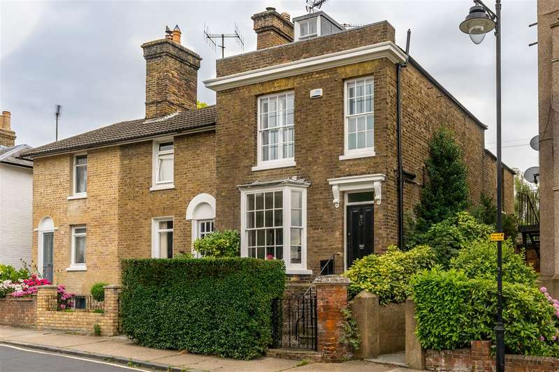 5 Bedrooms End Of Terrace House for sale in South Road, Faversham