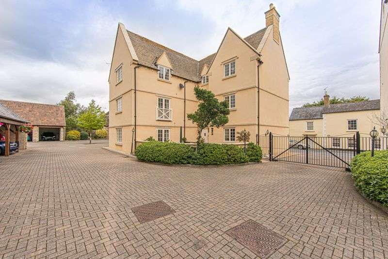 3 Bedrooms Property for sale in Prince Court, Tetbury