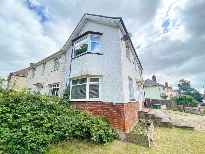 3 Bedrooms Semi Detached House for sale in NO CHAIN! OVERLOOKING FREEMANTLE COMMON! IMPRESSIVE PLOT!