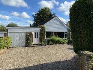 3 Bedrooms Bungalow for sale in Langham Road, Robertsbridge, East Sussex, England