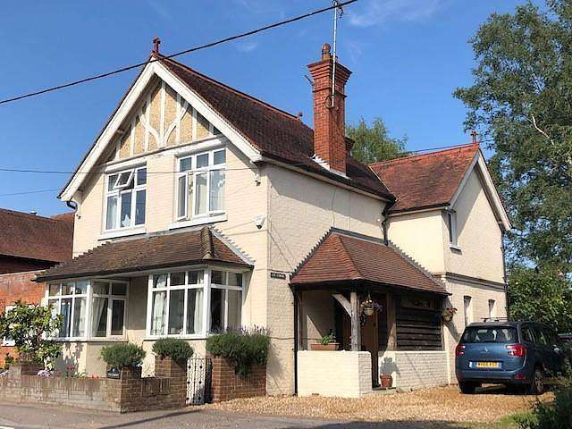 4 Bedrooms Link Detached House for sale in The Street, Eversley, Hook, RG27