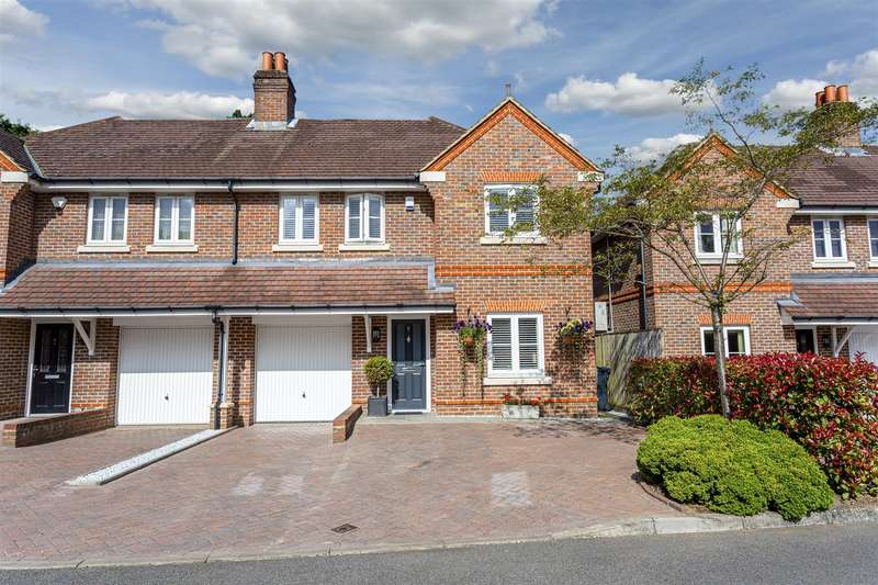 4 Bedrooms Semi Detached House for sale in Hurley Close, Banstead