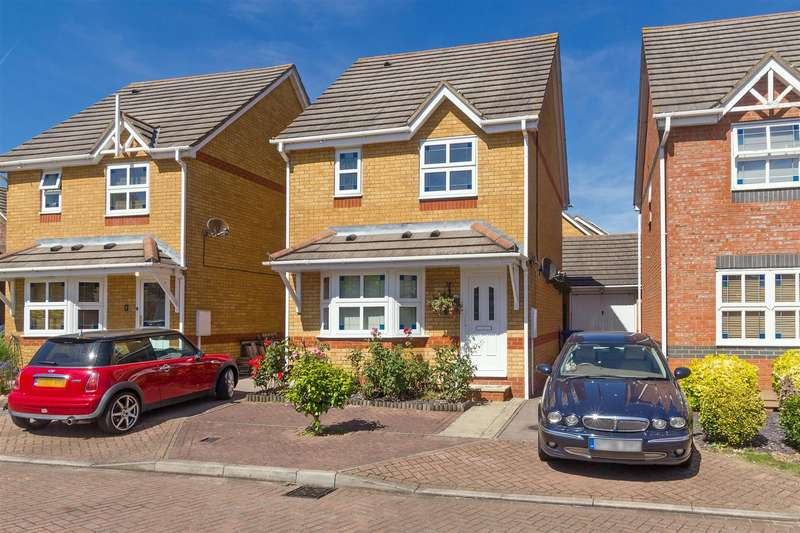 3 Bedrooms Detached House for sale in Pastime Close, Sittingbourne